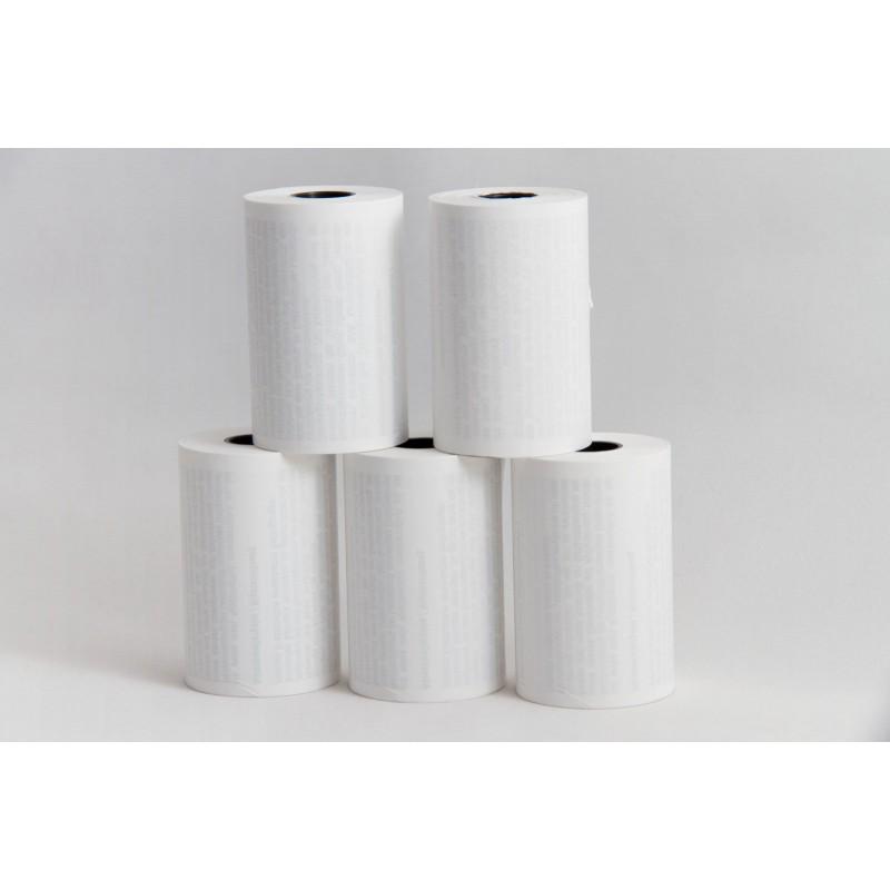Zur Pyramide gestapelte Papierrollen