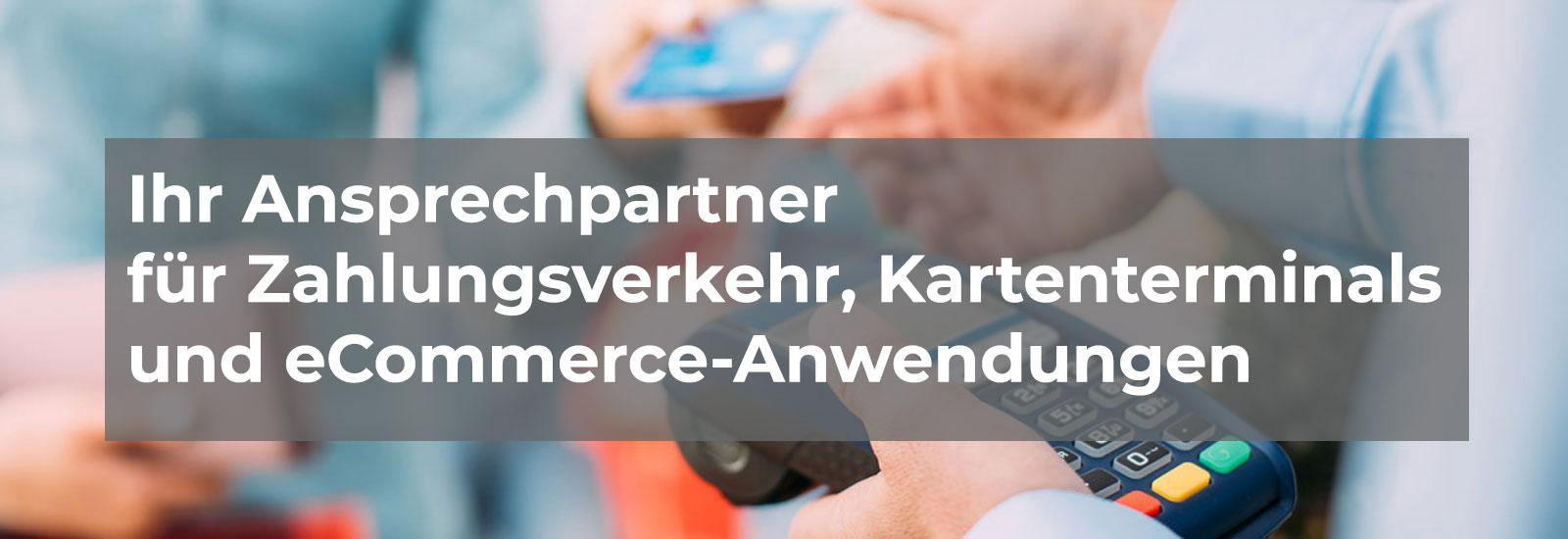 Bezahlvorgang mit einem Kartenterminal - Übergabe des EC-Karte